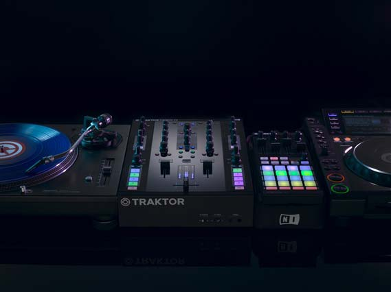 Native Instruments Traktor Kontrol Z2 DJ Mixer and Audio Interface