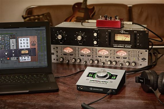 universal audio apollo twin usb duo audio interface. Black Bedroom Furniture Sets. Home Design Ideas
